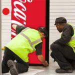 Maintenance d'un distributeur Coca-Cola
